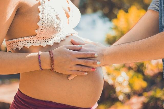 Оригинально рассказываем о беременности.