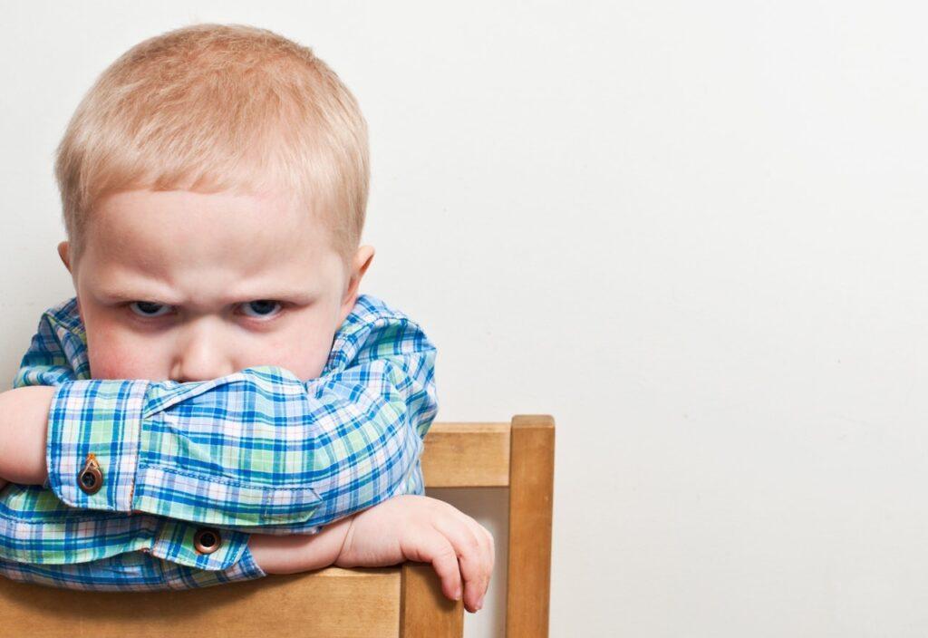 Узнаем причины агрессивного поведения у маленьких детей.